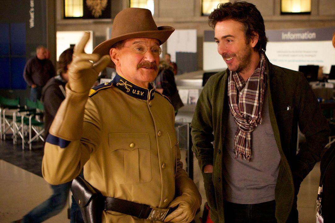Während Teddy Roosevelt (Robin Williams, l.) tagsüber als Wachsfigur von Museumsbewohnern bestaunt wird, erwacht er nachts zum Leben ... - Bildquelle: 2014 Twentieth Century Fox Film Corporation.  All rights reserved.