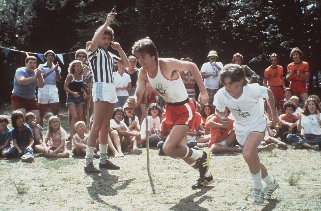 Die beiden rivalisierenden Teams der Sommercamps kämpfen wie jedes Jahr gegeneinander an - doch nur ein Team kann gewinnen, dass das am besten zusa...