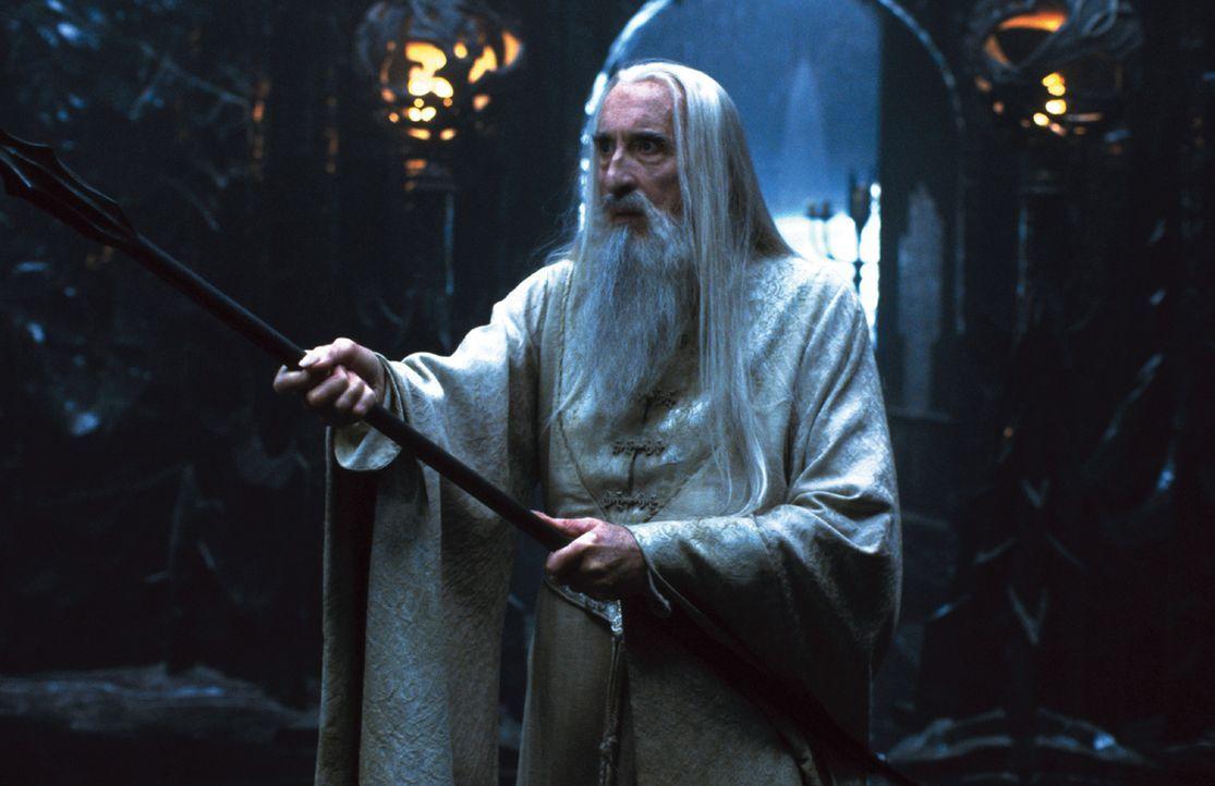 Als treuer Diener von Sauron züchtet Saruman (Christopher Lee) ein Heer von gefährlichen Orks heran ... - Bildquelle: Warner Brothers