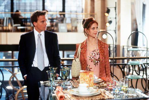 Einfach unwiderstehlich - Amandas (Sarah Michelle Gellar, r.) Restaurant steh...