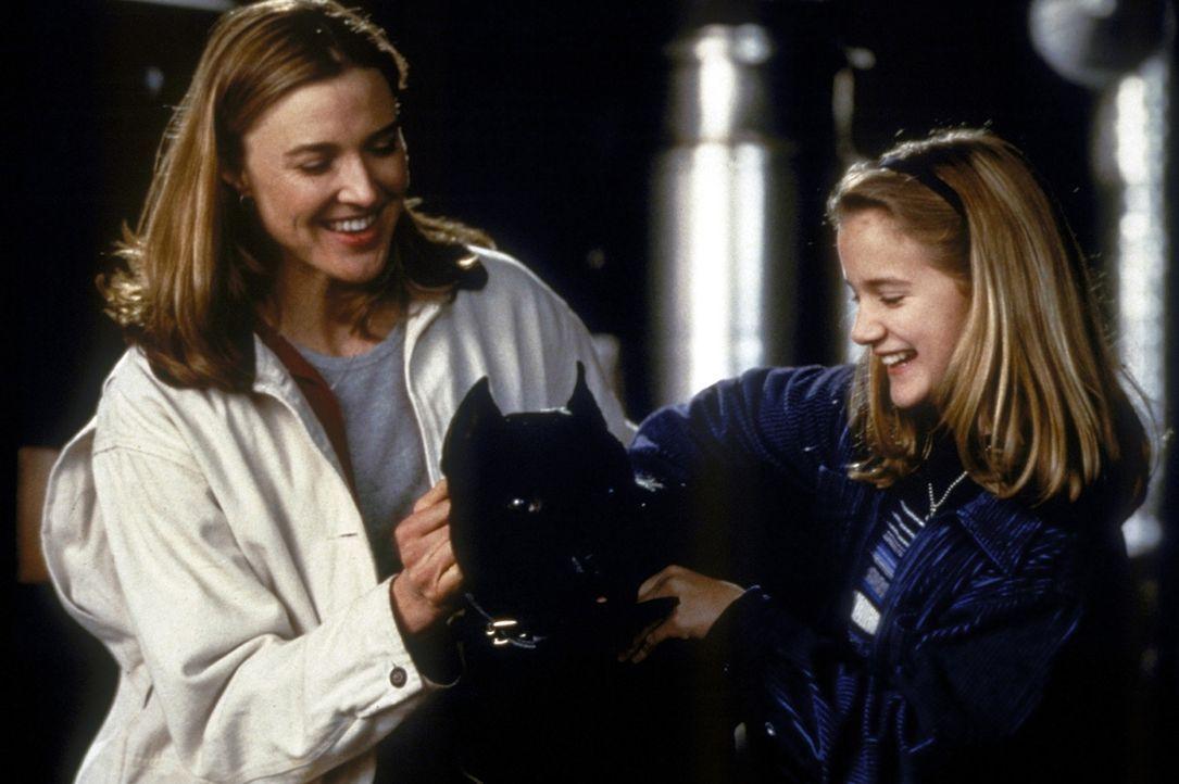 Als das Gangstersyndikat seine Frau Melanie (Brenda Strong, l.) und seine Tochter Tracy (Erin Broderick, r.) entführt, dreht Jack zur Höchstform a... - Bildquelle: Universal Pictures
