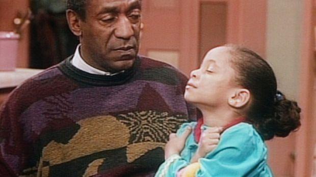 Olivia (Raven Symone, r.) bittet Cliff (Bill Cosby, l.) nachzumessen, ob sie...