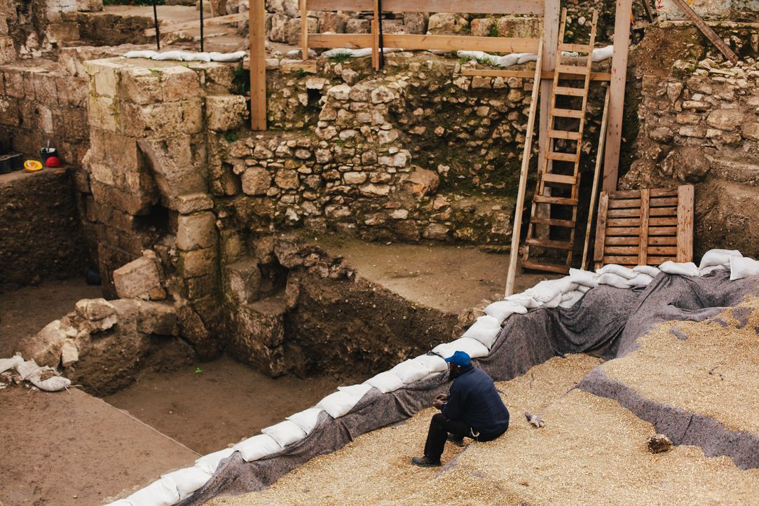 Historiker halten es für wahrscheinlich, dass der vermisste Schatz der Tempelritter in versteckten Höhlen unterhalb der Stadt Jerusalem liegt. - Bildquelle: LIKE A SHOT ENTERTAINMENT 2014