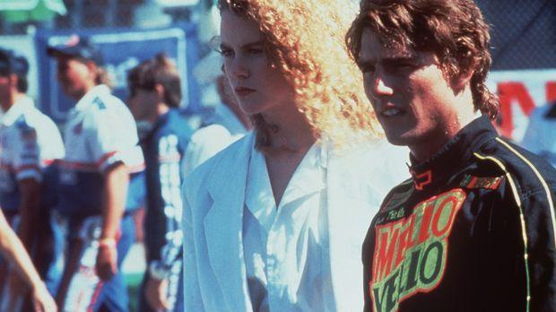 Nach einem schweren Unfall lernt Rennfahrer Cole Trickle (Tom Cruise, r.) die...