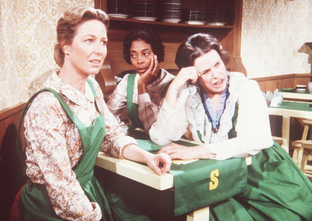 Caroline (Karen Grassle, l.), Hester-Sue (Ketty Lester, M.) und Harriet (Katherine MacGregor, r.) sind darüber enttäuscht, dass sich nur ein einzige... - Bildquelle: Worldvision