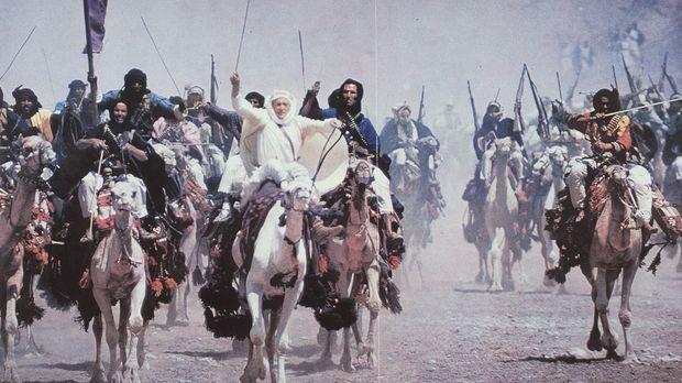 Die vereinten arabischen Stämme ziehen, vom britischen Offizier T. E. Lawrenc...