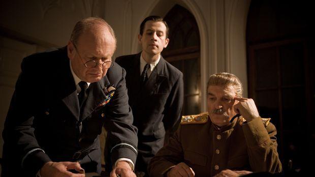 Gipfeltreffen zwischen Churchill (Paul Humpoletz, l.) und Stalin (Alexej Petr...