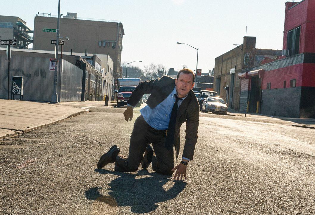 Pech gehabt: Danny (Donnie Wahlberg) kann den Verdächtigen nicht rechtzeitig aufhalten - er kommt dem Detective davon ... - Bildquelle: Jojo Whilden 2013 CBS Broadcasting Inc. All Rights Reserved.