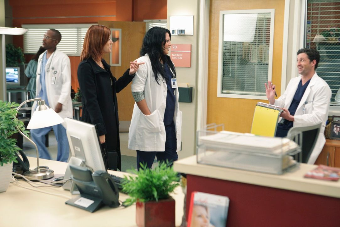 Während Cristina weiter von Teddy gefördert wird, treffen Derek (Patrick Dempsey, r.) und Callie (Sara Ramirez, M.) auf Addison (Kate Walsh, l.), di... - Bildquelle: Touchstone Television