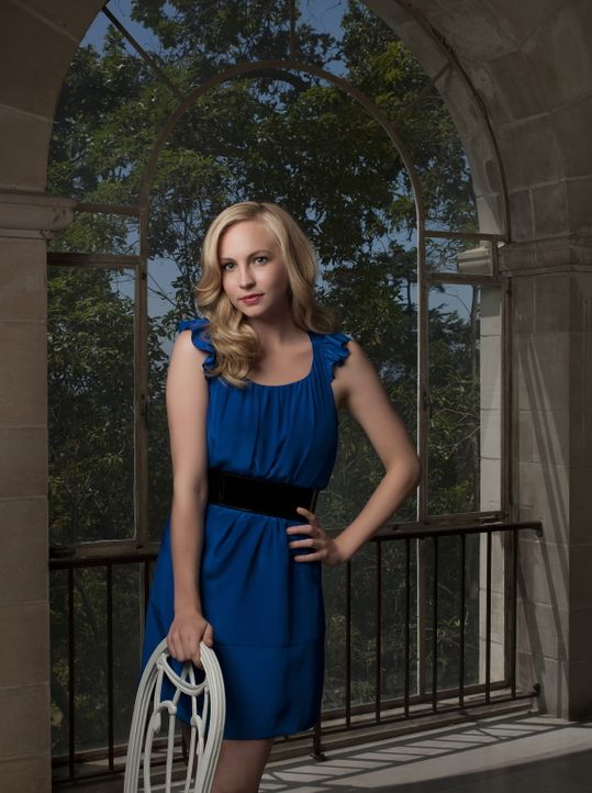 (1. Staffel) - Als ihre Freundin Elena sich mit Stefan anfreundet, macht sich in Caroline Forbes (Candice Accola) Eifersucht breit. - Bildquelle: Warner Brothers