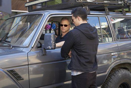 Das Team um Garrett (Gary Sinise, l.) reist nach Südkorea, um dort den Tod ei...