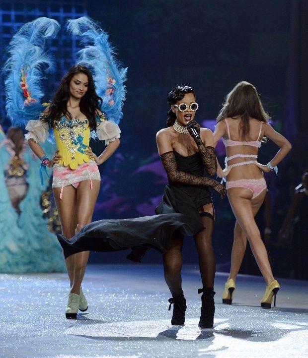 Rihannas fliegender Rock - Bildquelle: AFP