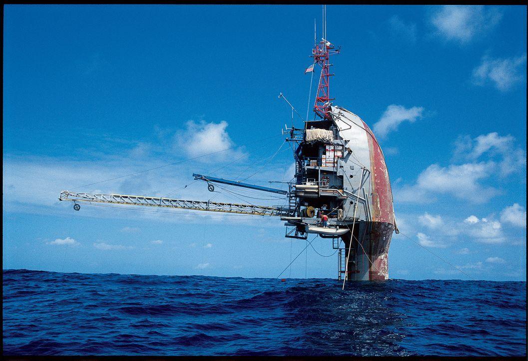 Die R/P-FLIP (Floating Instrument Platform) ist ein Hochsee-Forschungsschiff, um Informationen über Wellenhöhe, akustische Signale, Temperatur, Dich... - Bildquelle: 2009 Scripps Institution of Oceanography