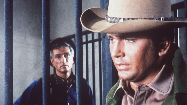 Zum ersten Mal sitzt Little Joe (Michael Landon, r.) auf der Geschworenen-Ban...