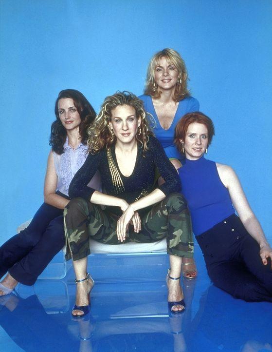 (3. Staffel) - Unterstützung und vor allem Stoff für ihre Kolumne bekommt Carrie (Sarah Jessica Parker) von ihren drei Freundinnen Charlotte (Kristi... - Bildquelle: Paramount Pictures