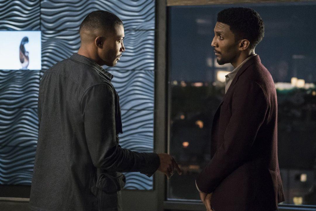 Nachdem Vincent (Yusuf Gatewood, r.) vom Hollow eine erschreckende Nachricht erhalten hat, schließt er sich mit den Mikaelsons zusammen, während Mar... - Bildquelle: 2016 Warner Brothers
