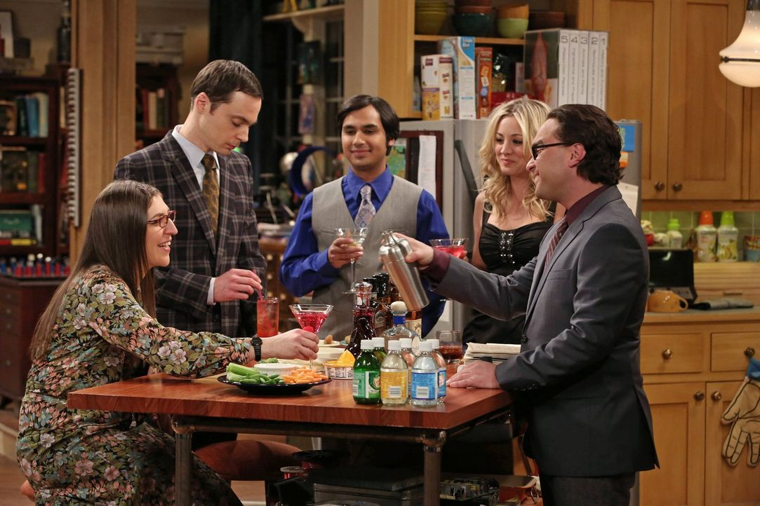 Würden gerne von Sheldon (Jim Parsons, 2.v.l.) wissen, was im Brief von Howards Vater stand: Leonard (Johnny Galecki, r.), Penny (Kaley Cuoco, 2.v.r... - Bildquelle: Warner Bros. Television