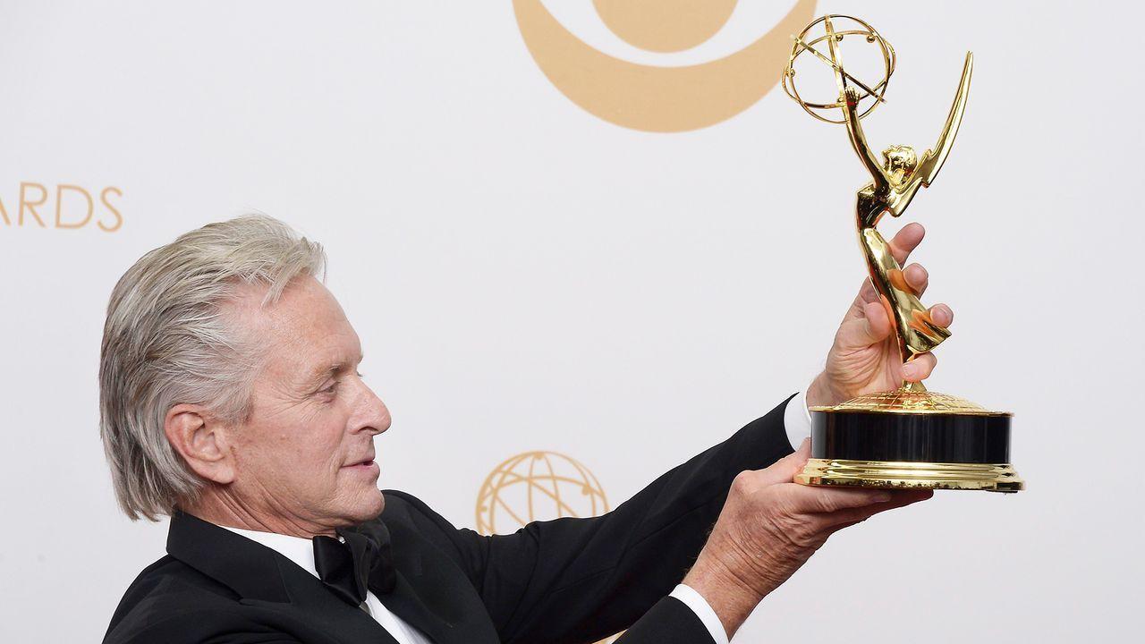 Emmy-Awards-Michael-Douglas-13-09-22-1-dpa - Bildquelle: dpa picture alliance