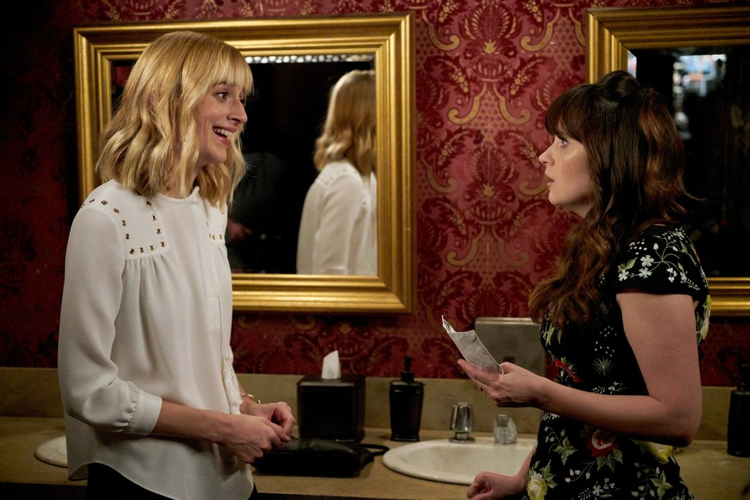 Wie wird sich Jess (Zooey Deschanel, r.) mit Sams sehr guter Freundin Diane (Caitlin FitzGerald, l.) verstehen - vor allem, als sie ihr etwas offenb... - Bildquelle: Adam Taylor 2016 Fox and its related entities.  All rights reserved.