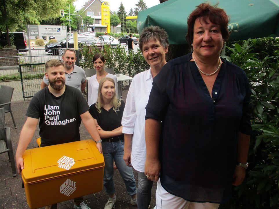Möge der Wettkampf beginnen: Sven und Alessandra (hinten), Herbert und Anna (Mitte) und Sabine und Christiane (vorne) ... - Bildquelle: kabel eins