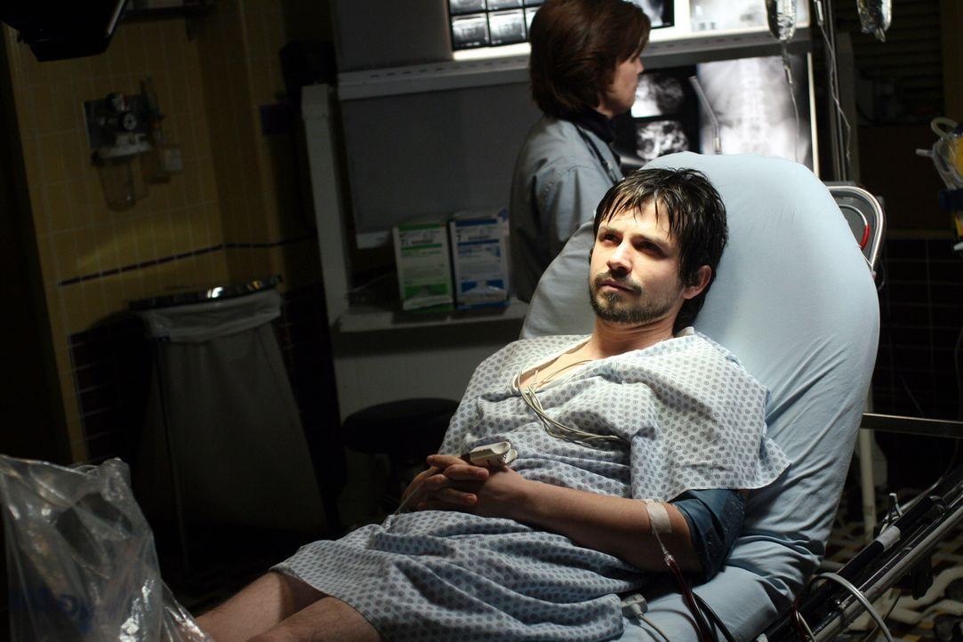 Simon (Freddy Rodriguez), ein junger Komiker, wird ins County eingeliefert und bei den Untersuchungen stellt sich heraus, dass er an Leukämie leide... - Bildquelle: Warner Bros. Television