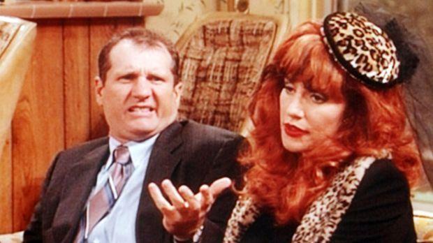 Ehepaar Bundy (Ed O'Neill, l., Katey Sagal, r.) trauert um Buck, ihren versto...