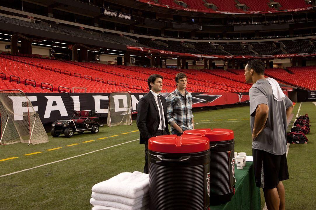 Ist das schon ein Verhandlungsgespräch? Nathan (James Lafferty, l.), Troy (Howell Stevens, M.) und Tony (Tony Gonzalez, r.) treffen sich in Atlanta... - Bildquelle: Warner Bros. Pictures