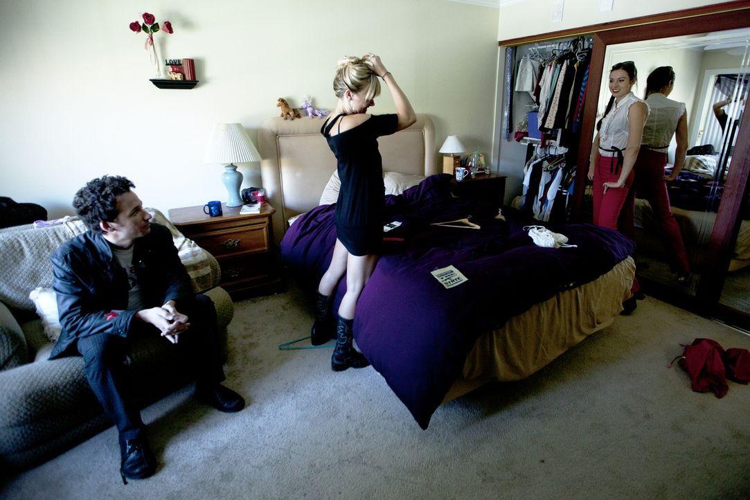 Letzte Vorbereitungen für eine ganz besondere Party: Anthony (l.), Vanessa (M.) und Lindsey (r.) ... - Bildquelle: Lucas North Showtime Networks Inc. All rights reserved.