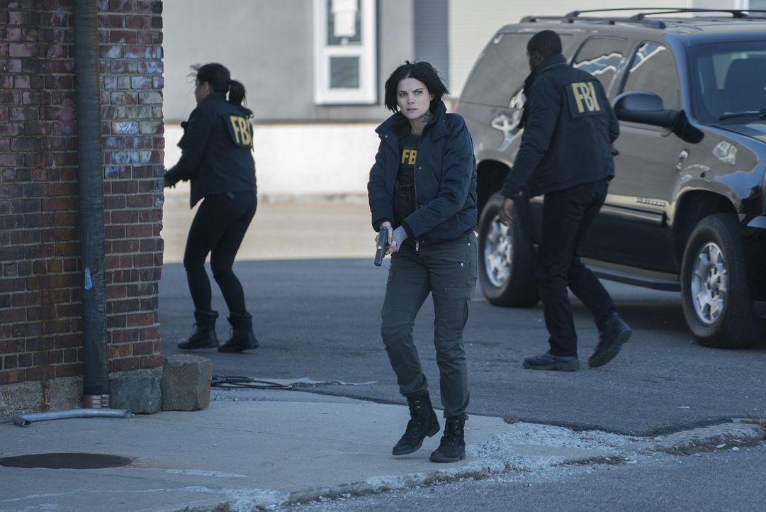 Aus Rache will ein gefährlicher Terrorist die Schule der Tochter von CIA-Direktor Keaton während eines Basketballspiels in die Luft jagen. Für Jane... - Bildquelle: Warner Brothers