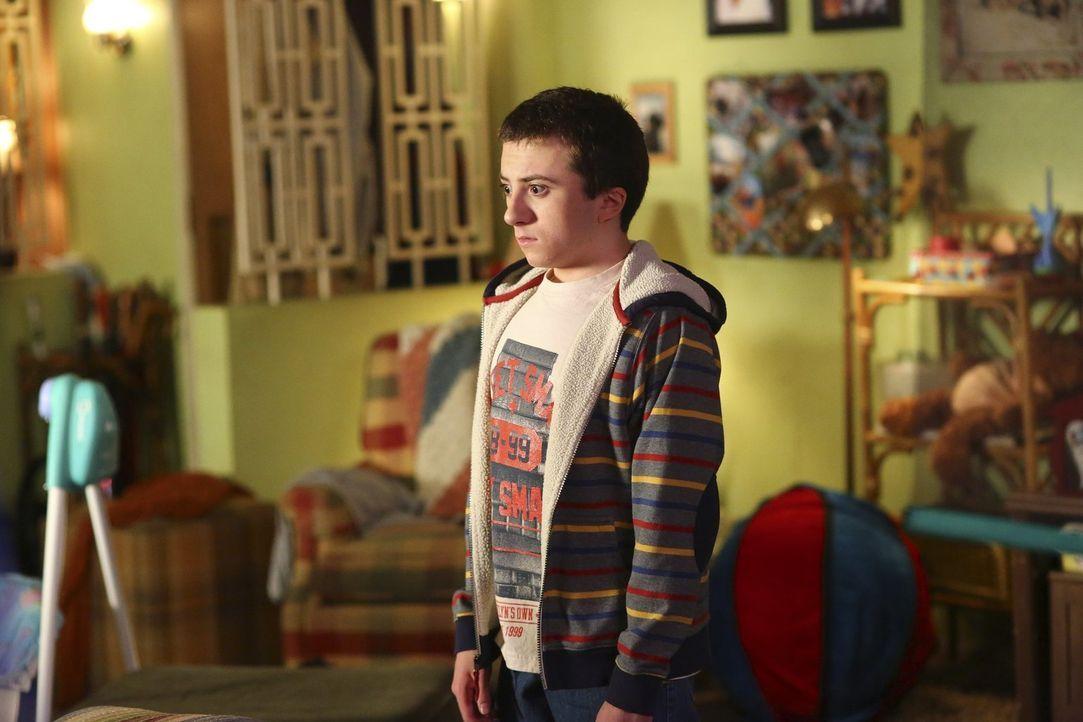 Noch ein Baby im Hause Heck? Brick (Atticus Shaffer) ist nicht unbedingt begeistert, als seine Mutter als Babysitterin für das Baby der Nachbarn ein... - Bildquelle: Warner Bros.