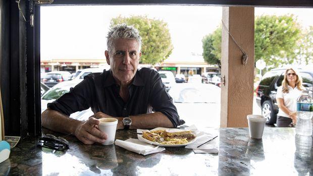Anthony Bourdain reist nach Miami und geht dort auf kulinarische Entdeckungst...