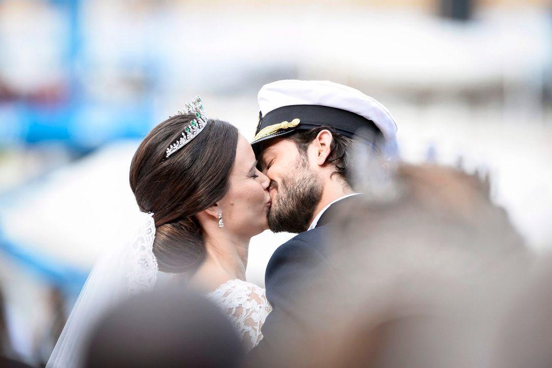 Hochzeit-Prinz-Carl-Philip-Sofia-Hellqvist-15-06-13-6-dpa - Bildquelle: dpa