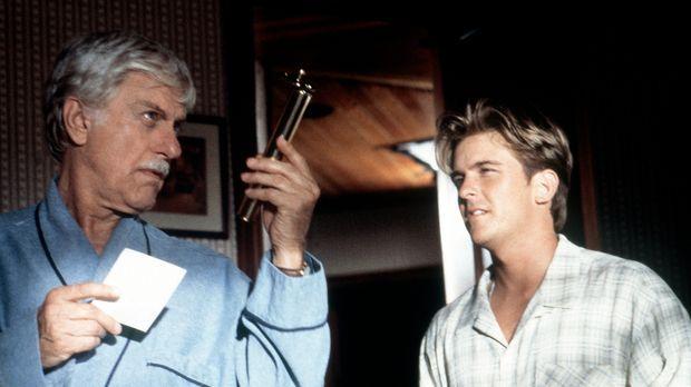 Mark (Dick Van Dyke, l.) und Jesse (Charlie Schlatter, r.) begutachten ein Be...