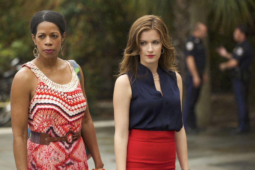 Müssen ihr Bestes geben, um schlimmeres zu verhindern: Jamie (Anna Wood, r.) und Vi (Kim Wayans, l.) ... - Bildquelle: 2013 CBS BROADCASTING INC. ALL RIGHTS RESERVED.