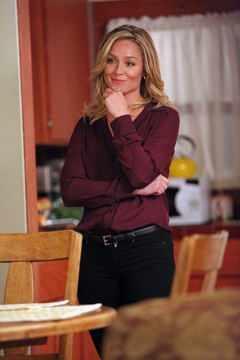 Ist stolz auf ihren Sohn: Amanda (Elizabeth Rohm) ... - Bildquelle: Warner Bros. Entertainment, Inc.
