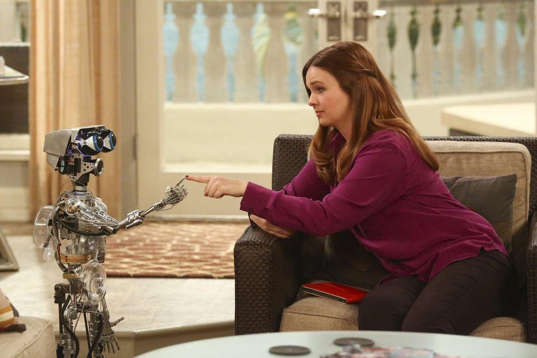 Two and a half men: Ist der süße Roboter die noch fehlende Hälfte? Jenny (Amber Tamblyn) versteht sich jedenfalls sehr gut mit ihm ... - Bildquelle: Warner Brothers Entertainment Inc.