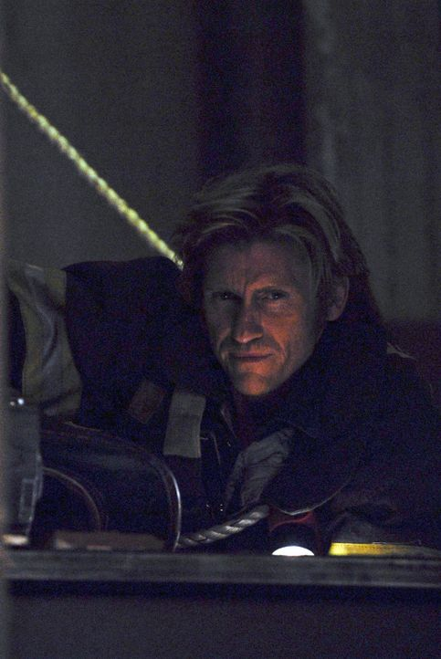 Immer mehr Männer behaupten, Jimmys Geist in der Zentrale gesehen zu haben. In Wirklichkeit schlüpft Tommy (Denis Leary) in Keefes Uniform und fä... - Bildquelle: 2007 Sony Pictures Television Inc. All Rights Reserved