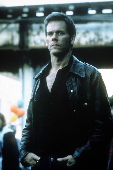 Der Geist des ermordeten Mädchens, der keine Ruhe finden kann, nimmt immer wieder Kontakt zu Tom (Kevin Bacon) auf ... - Bildquelle: 20th Century Fox