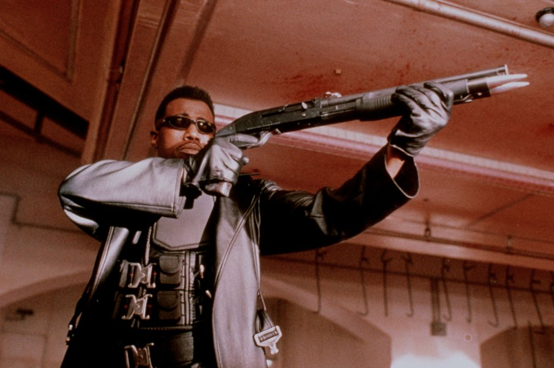Mit übermenschlichen Kräften ausgestattet, aber auch mit unstillbarem Durst nach Blut: Blade (Wesley Snipes)! - Bildquelle: New Line Cinema