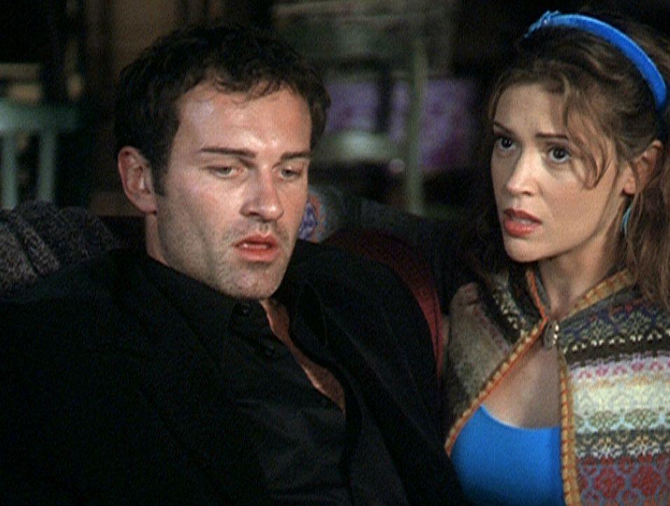 Cole (Julian McMahon, l.)  ist hin- und hergerissen zwischen seiner Liebe zu Phoebe (Alyssa Milano) und dem Ziel, seinen Vater zu befreien. - Bildquelle: Paramount Pictures