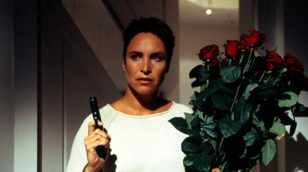 Rote Rosen vom Mörder? Sabrina Lorenz (Katerina Jacob) ist auf der Hut! © Mag...