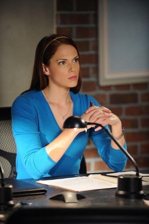 Die Leiche eines Privatlehrers wird an seinem Arbeitsplatz gefunden. Grace (Amanda Rightetti) und das restliche Team beginnen mit den Ermittlungen ... - Bildquelle: Warner Bros. Television