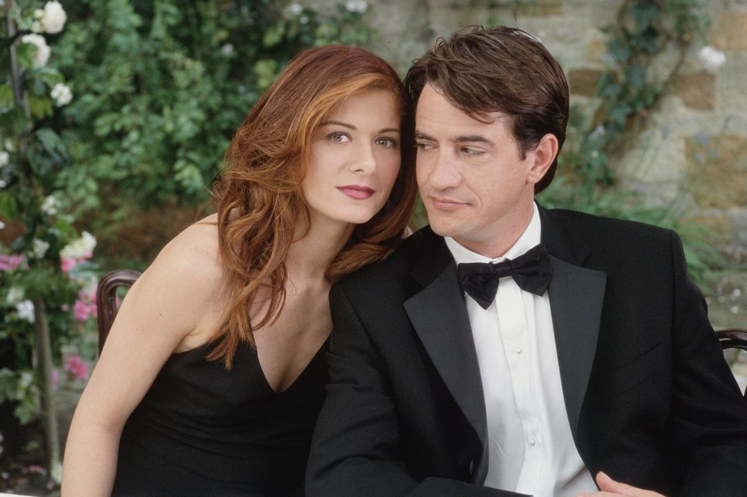 """Da ihr Ex Jeffrey Trauzeuge bei der Hochzeit ihrer Schwester ist, möchte sich Kat (Debra Messing, l.) nicht die Blöße geben, als """"Noch-Single""""  z... - Bildquelle: Gold Circle Films"""
