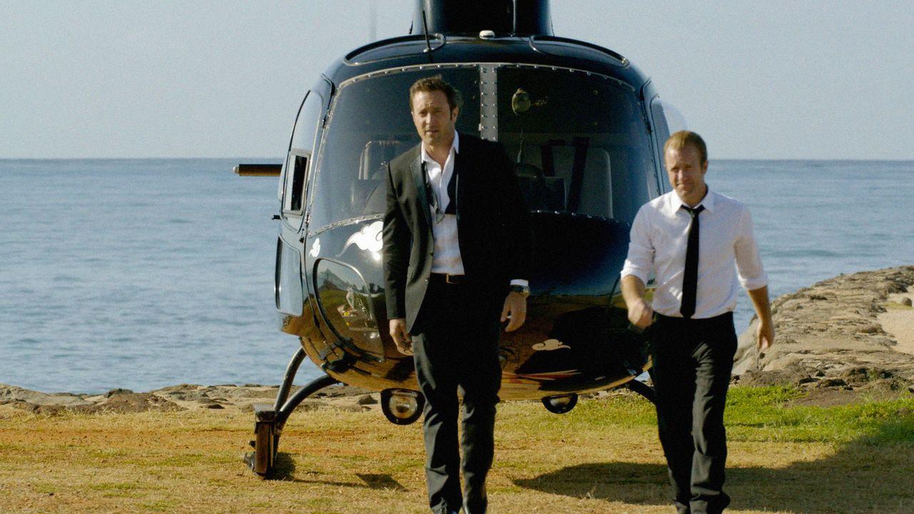 Am Vorabend der Hochzeit zwischen Kono und Adam müssen Steve (Alex O'Loughlin, l.) und Danny (Scott Caan, r.) noch eine Katastrophe abwenden. Doch w... - Bildquelle: 2015 CBS Broadcasting Inc. All Rights Reserved.
