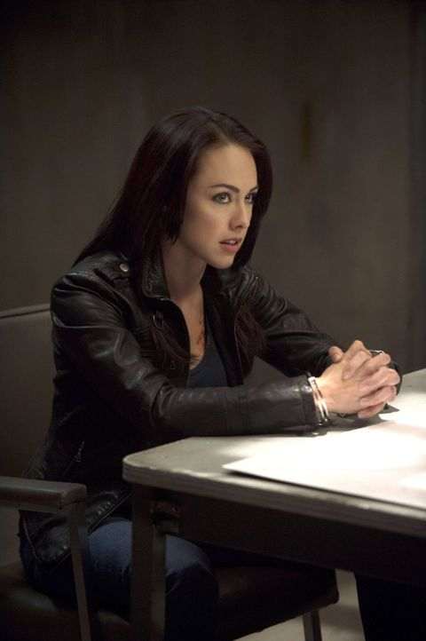 Was hat die Sensenfrau Tessa (Lindsey McKeon) nur dazu gebracht, sich sebst opfern zu wollen? - Bildquelle: 2013 Warner Brothers