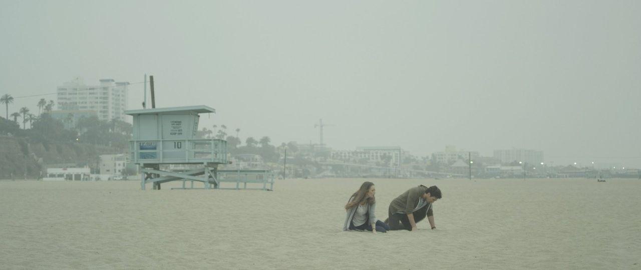 Nach einem Meteoriteneinschlag wird giftiger Rauch über Los Angeles freigegeben, der die Menschen körperlich verändert und gewalttätig werden lässt.... - Bildquelle: Warner Bros. All Rights Reserved.
