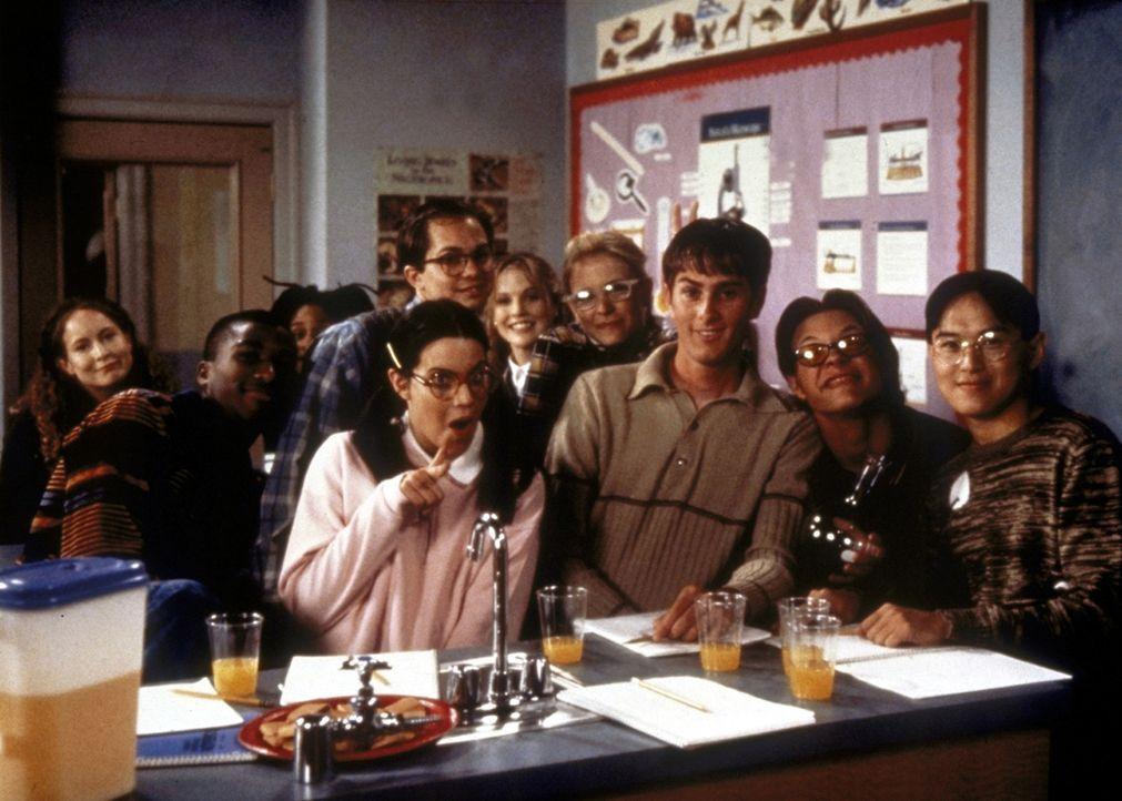 """Gordie (Curtis Andersen, M.), der größte Streber der Schule, wirbt um Mitglieder für den """"Wissenschaftsclub"""" ... - Bildquelle: Paramount"""