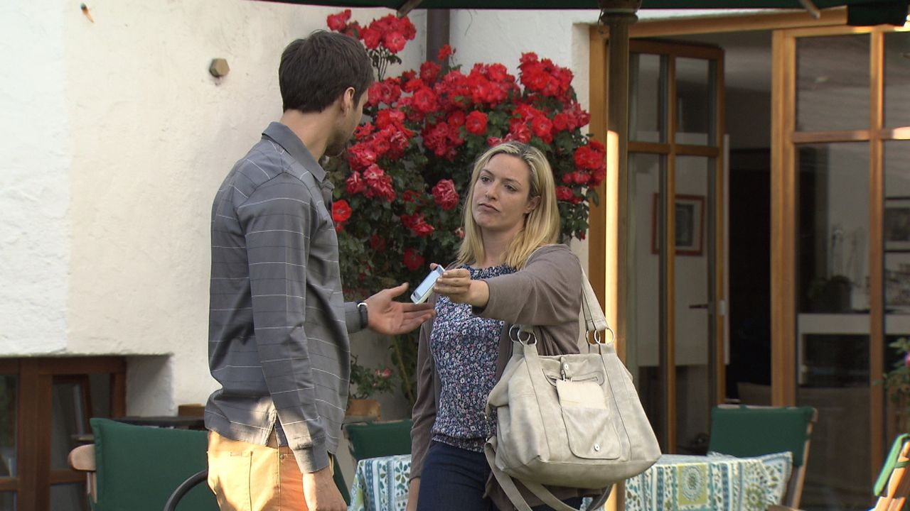 Das Leben von Sebastian (l.) könnte perfekter nicht laufen. Gerade zum Partner der Kanzlei befördert, hat er in Sarah (r.) auch privat sein Glück ge... - Bildquelle: SAT.1