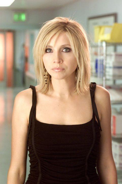 Um ein Problem zu beseitigen, entschließt sich Elliot (Sarah Chalke) zu einer radikalen Persönlichkeitsveränderung ... - Bildquelle: Touchstone Television