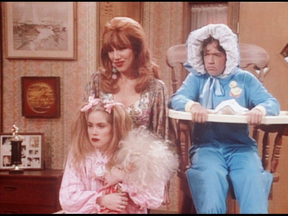 Im Jahr 1974 waren Kelly (Christina Applegate, l.), Peggy (Katey Sagal, M.) und Bud (David Faustino, r.) schon eine genauso große Zumutung wie heute. - Bildquelle: Columbia Pictures